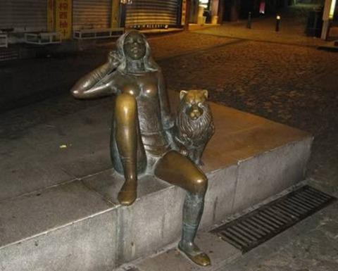 20-craziest-sculptures08