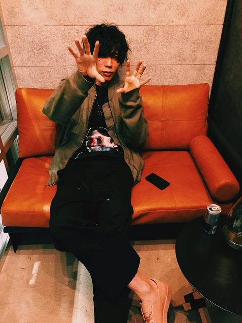米津玄師さん、日本音楽業界をうっかり圧巻してしまうwww