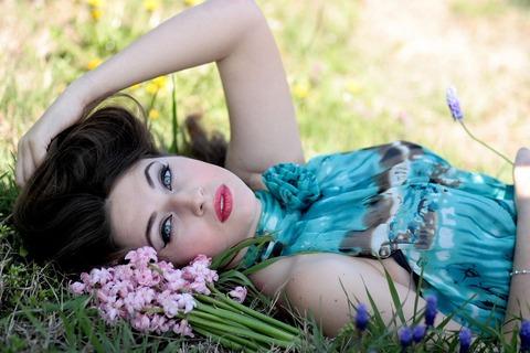 girl-1312940_1280