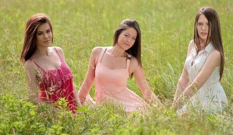 girls-1487824_1280
