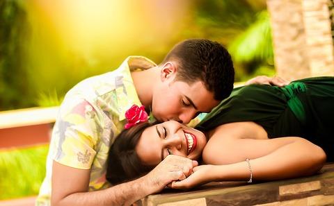 couple-1612679_1280