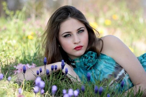 girl-1312944_1280