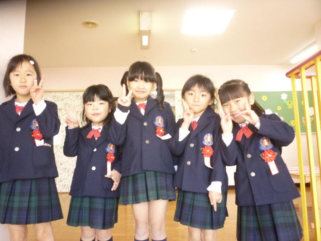 卒園式前のクラスでの様子です先生とどんなことを話したのでしょうか 西諫早幼稚園