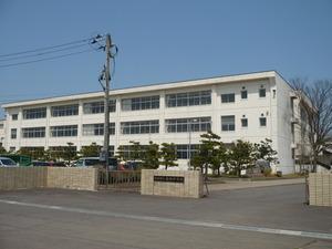 巻西中学校