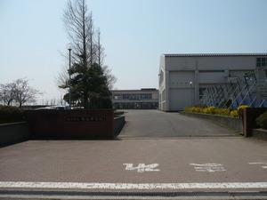 巻東中学校