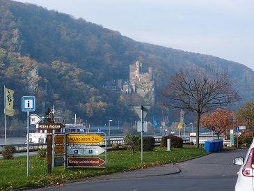 河岸の古城