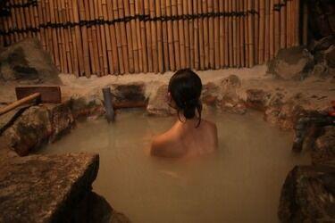 【トラブル】女さん、銭湯で全裸のまま大喧嘩がコチラwwww