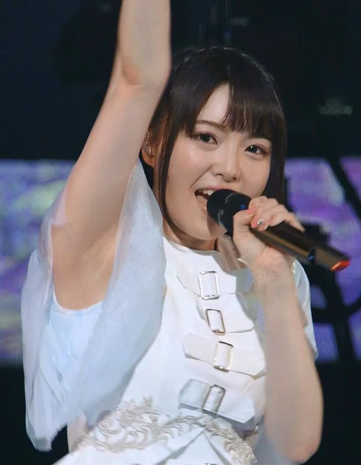 【画像あり】声優・麻倉ももちゃんの腋H過ぎ問題www
