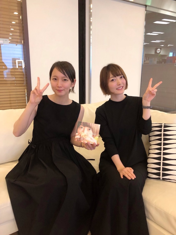 【朗報】声優の花澤香菜さん、女優の吉岡里穂さんより可愛い事が判明するwwwwww