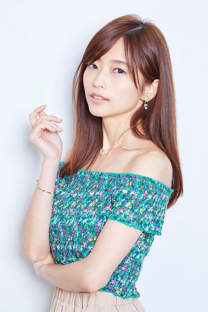ナンバーワン美人声優・立花理香さんの肩出し巨乳www