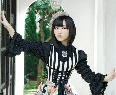 朝起きると声優の悠木碧さんになっていたら・・・