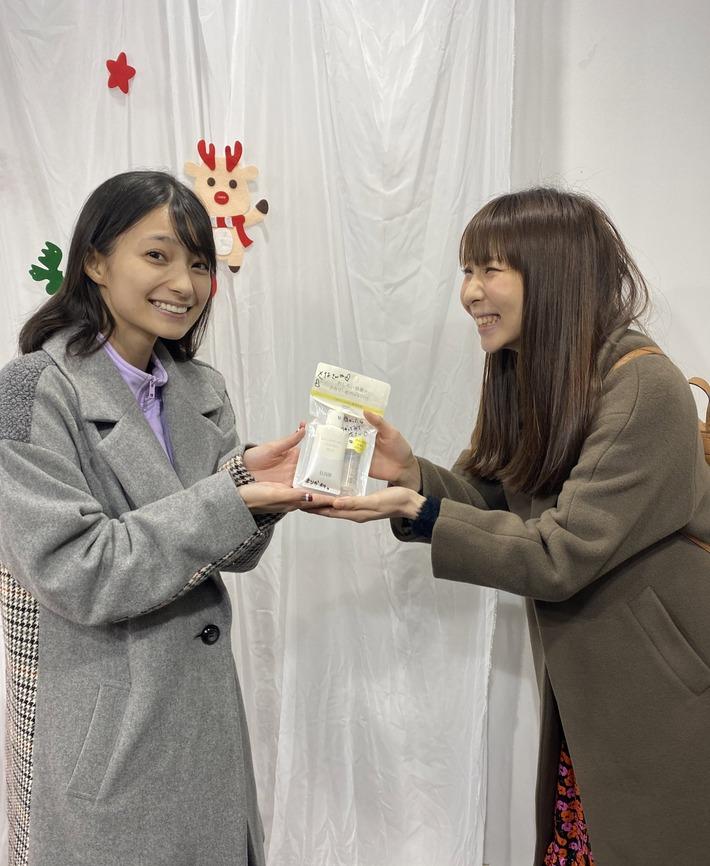 【悲報】声優の高野麻里佳さん、スッピン画像を晒されるwww