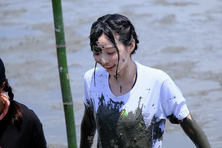 【悲報】WUG声優・田中美海ちゃん、泥んこになってしまうwww