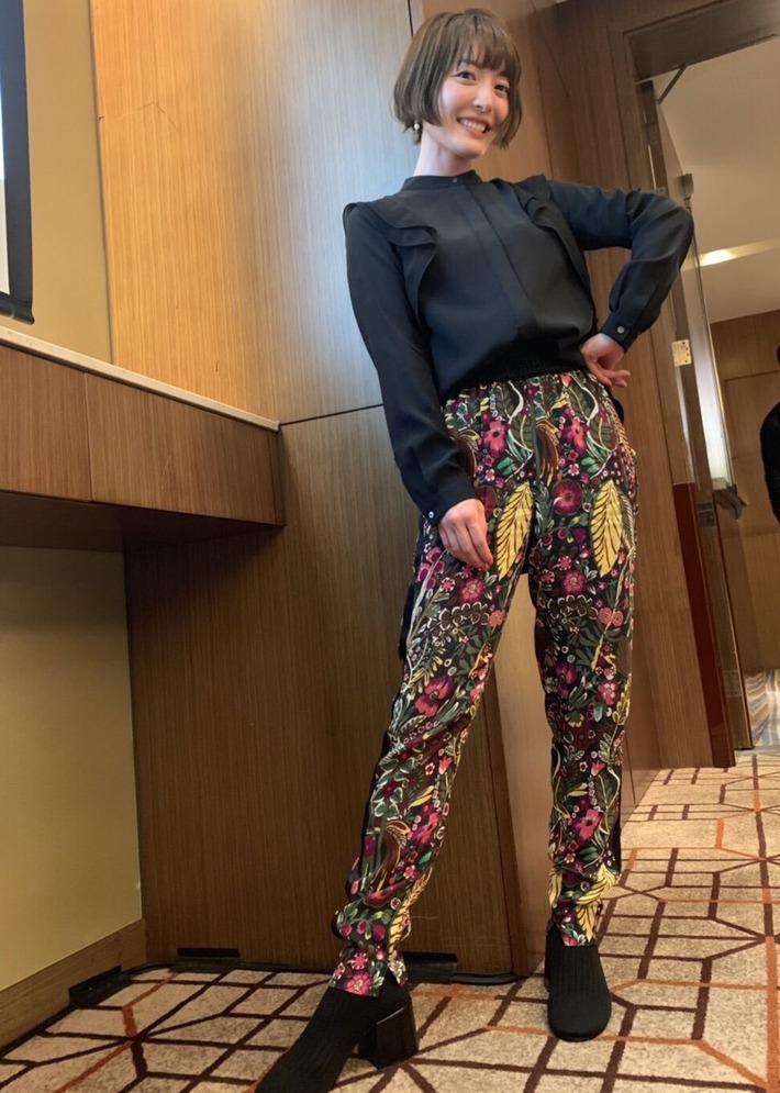 【画像あり】声優の花澤香菜さん、いよいよ気が触れたのかヤバすぎる服を着てしまうwww