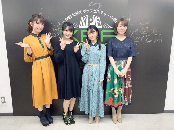【悲報】花澤香菜さん、グラフィックデザイナーと全く同じ服を着てもださい