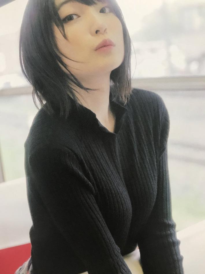 【朗報】声優の上田麗奈さん、ピチピチなニットを着て柔らか胸を披露www