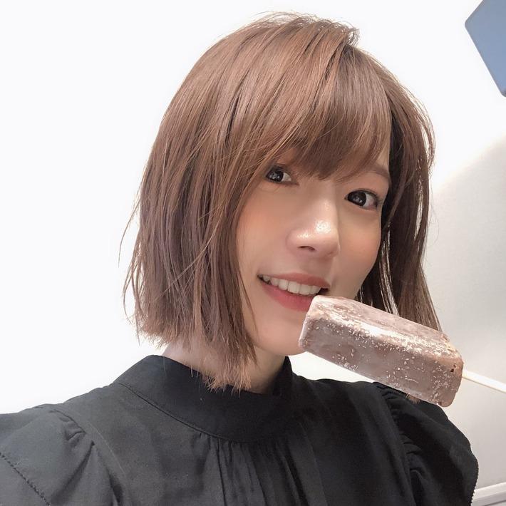 【朗報】声優の内田真礼さん、ガリガリ君のチョコ味を咥え元気な姿を見せる!!!