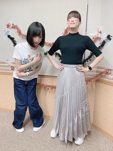 【画像】声優の佐倉綾音さん、内股気味になってて可愛いんやが……