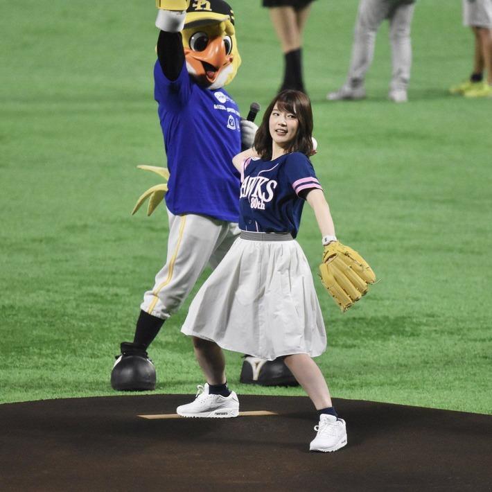 内田真礼の始球式www