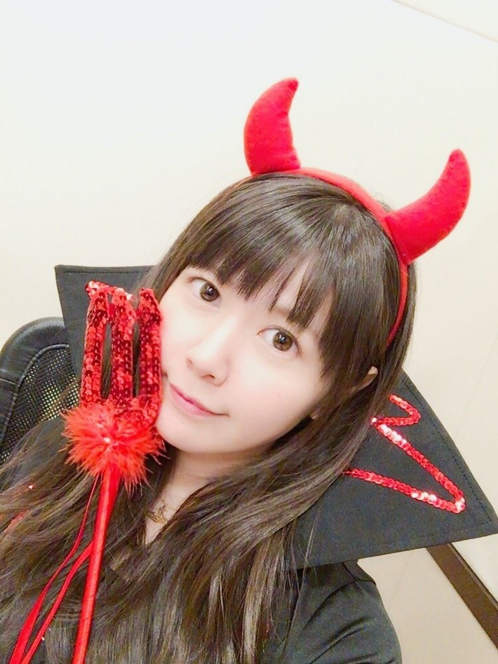 【画像】声優・竹達彩奈さん(28)、悪魔のコスプレで胸がぱっつんぱっつんでたまらないwww