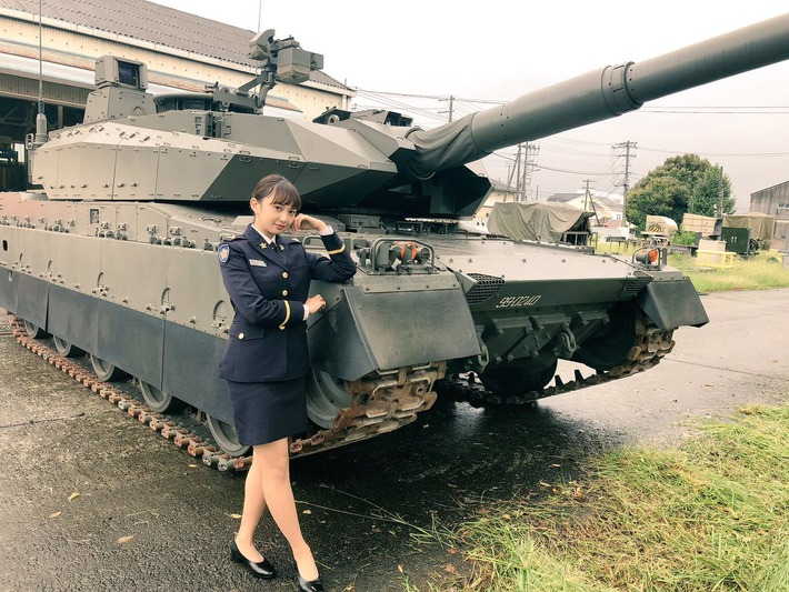 ラブライブ!声優の小宮有紗さん、自衛隊の格好がエチエチwww【画像あり】