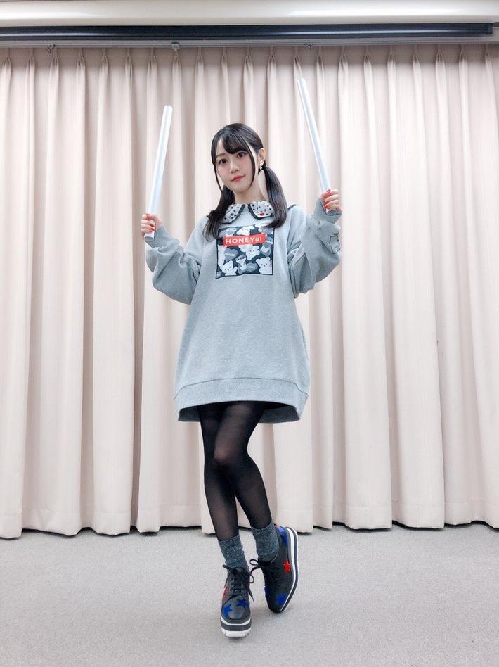 【悲報】声優の小倉唯さん、14万円のスニーカーを履いてしまい炎上・・・・・・