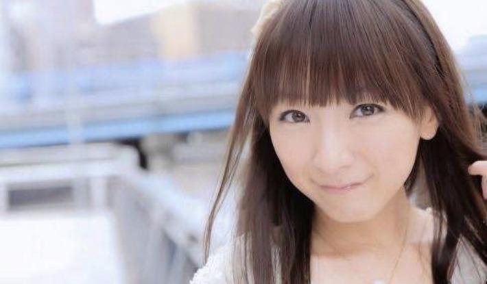 前田敦子さんが28歳に見えないと話題ですが、ここで17(42)歳の堀江由衣さんをご覧下さい