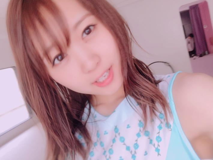 【悲報】人気声優・芹澤優さん、SNSにあげた写真に男が映り込み声豚がざわつくwww