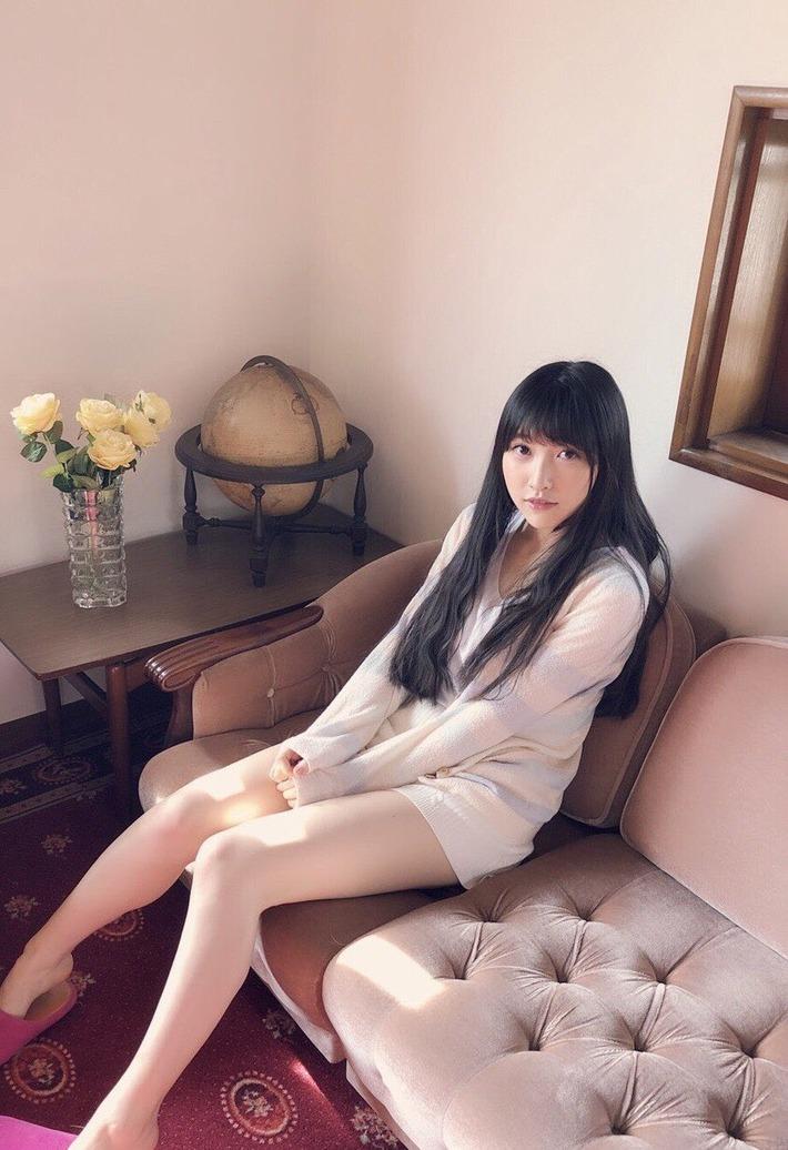 【画像あり】美人声優・山崎エリイさんのえっちな太ももペロリストの舌が疼くwww