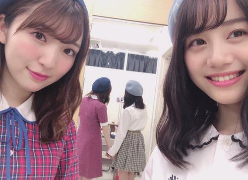 【画像】声優の豊田萌絵ちゃんと伊藤美来ちゃん 仲良くおててを繋いで写真を撮る