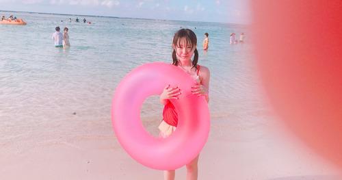 【けものフレンズ】声優・尾崎由香さんの子供時代の水着姿かわいいな