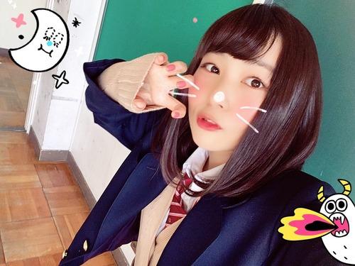 【画像】声優・富田美憂ちゃんの制服姿はたまらないな