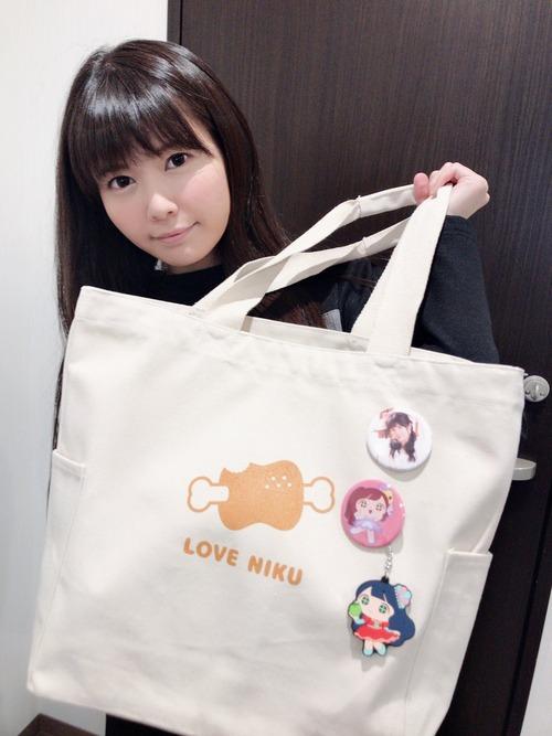 【画像】声優・竹達彩奈さんがとうとう肉のバッグを持つようになる