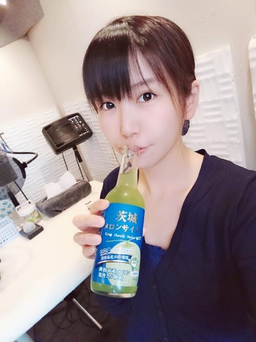 【画像】メロンサイダーを飲んでる小岩井ことりちゃんも可愛いな