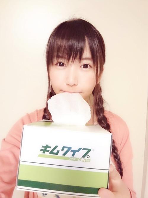 【画像】声優の小岩井ことりちゃんがキムワイプ食べてるwww