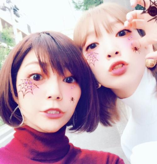 声優・井上麻里奈さんと伊瀬茉莉也さんが蜘蛛女になっちゃった