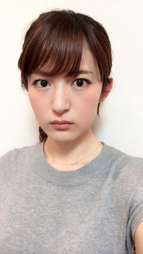 【画像】声優・小松未可子さんのこの表情なんか好き
