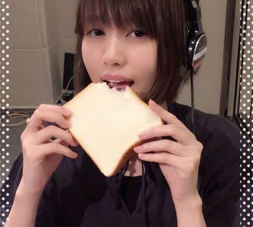 【画像】声優・藤井ゆきよさんの食パン食べてる姿がかなりセクシー