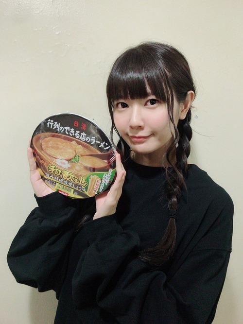 【画像】竹達彩奈さんはカップ麺が似合うな