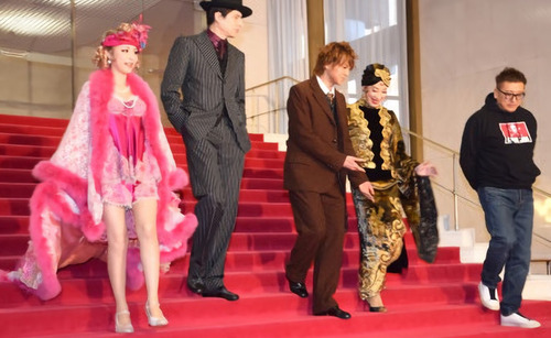 【画像】声優の平野綾さんが何かいやらしい格好してる