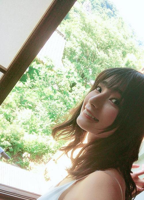 【画像】この高野麻里佳ちゃんの爽やかな色気いいね