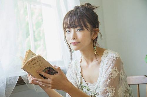 【画像】声優・立花理香さん、隠れ巨乳だった