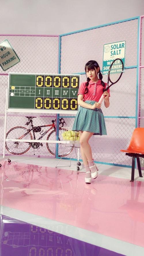 【画像】テニスラケット持ってる小倉唯ちゃんも可愛いな
