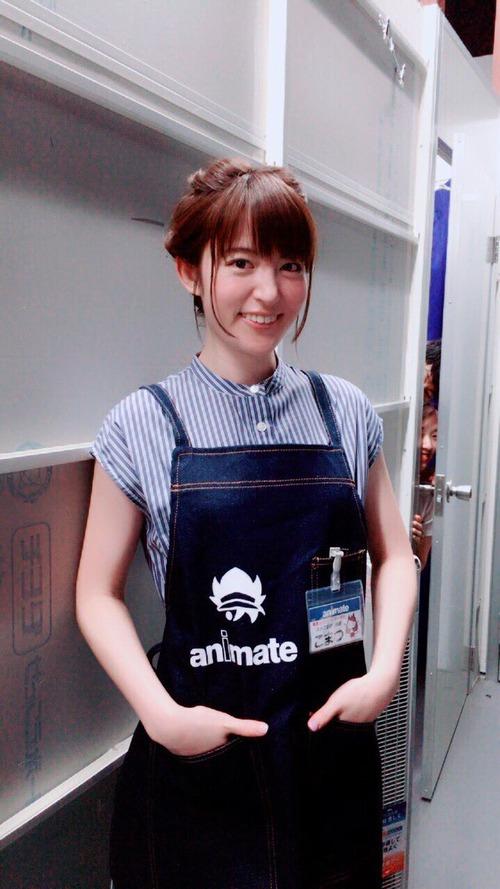 【画像】声優・小松未可子さんアニメイトの格好似合うな