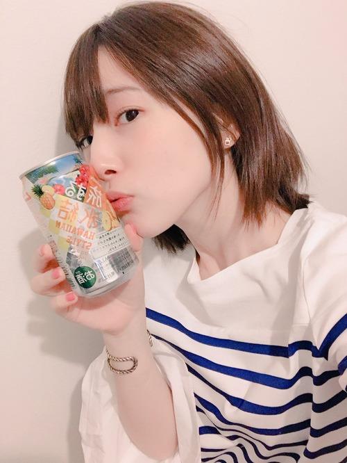 【画像】お酒を持ってる内田真礼さんもいいものですね・・・