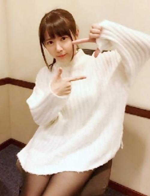 【画像】声優・竹達彩奈さんが「下半身に何もはいてないように見える写真」をツイッターに掲載