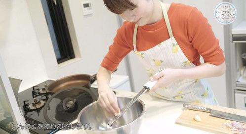 【画像】声優・小松未可子さんエプロン姿が人妻感出ててたまんない