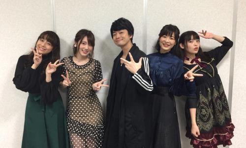 【画像】声優・内田真礼さんのこの衣装透け透けですな・・・