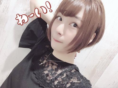 【画像】声優・富田美憂ちゃんが髪をショートにして更に可愛く