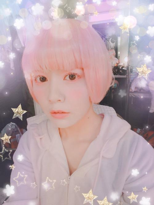 【画像】声優の竹達彩奈ちゃんはピンク髪でもかわいいな